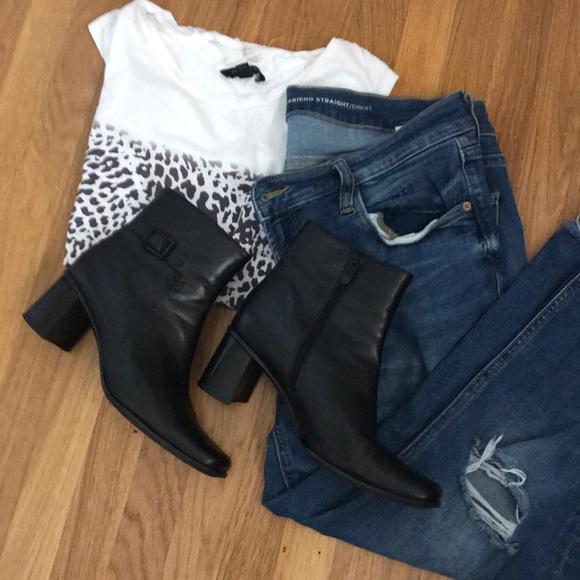 167eb9d3ff63 Liz Claiborne Shoes - Liz Claiborne black leather bootie 8.5